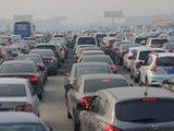 十一返京高峰 高速路成停车场