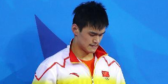 孙杨拇指受伤后现身游泳馆 张亚东称不退赛