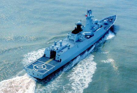 我海军054A护卫舰主炮打爆飞机 号称王牌战舰