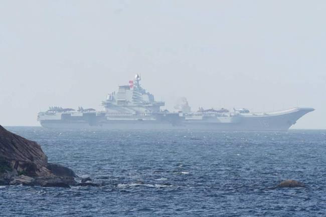 直播:辽宁舰抵达香港 市民称作为中国人好开心