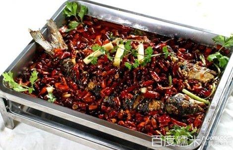 4人餐!招牌烤活鱼,配菜多样,香气浓郁,外焦里嫩
