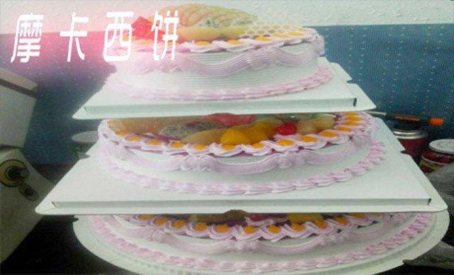 三层生日蛋糕1个,约12英寸