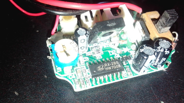 遥控飞机的接收器因为接电的时候接反了导致电路烧