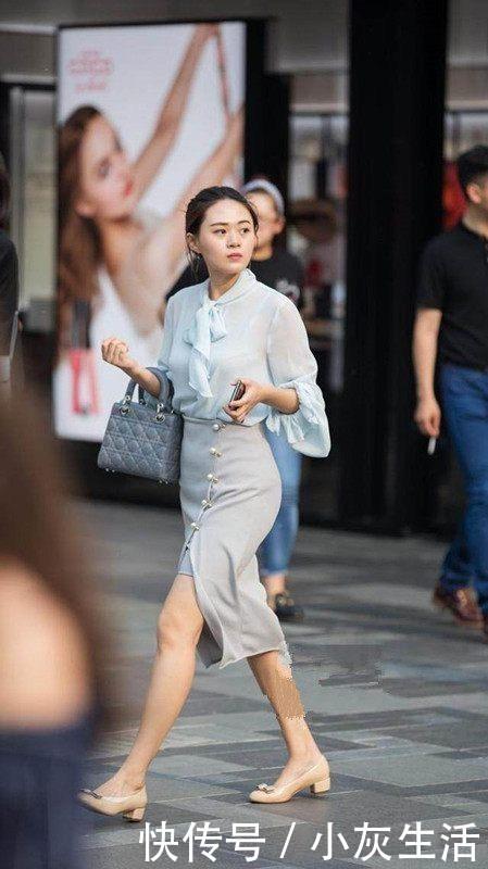 街拍:圖四超短褲搭配條紋背心,靠在欄桿上的樣