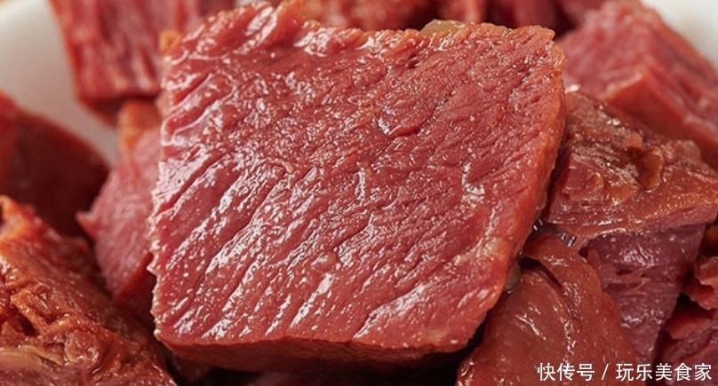 <b>一斤生肉能出一斤多的卤肉,摊主好心说出了真相,原来里面有猫腻</b>