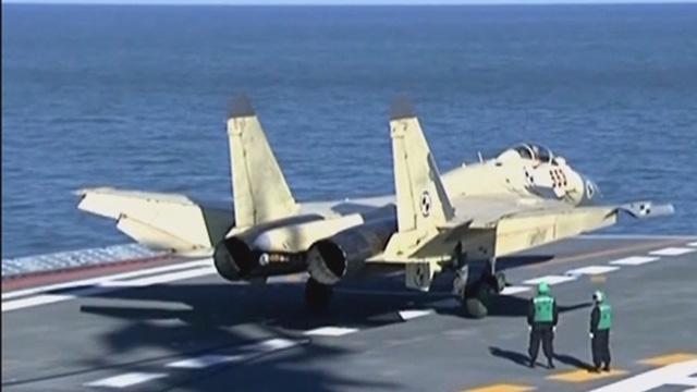 《军情解码》20150919歼-15飞行员需考辽宁舰上岗证