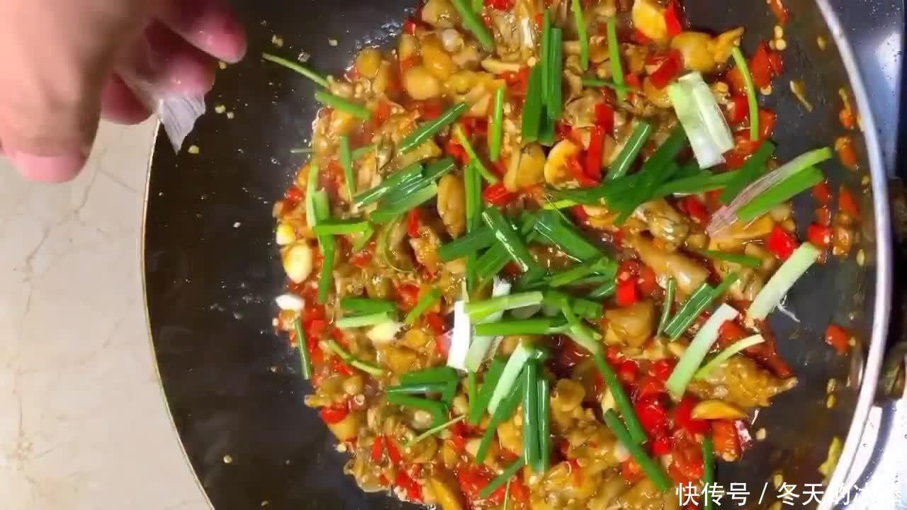 爆炒牛蛙,饭店厨师来教你,肉质鲜嫩香辣入味,做法简单易上手!