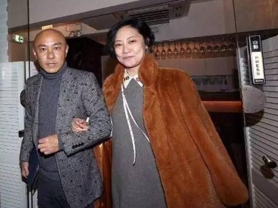 张卫健破产了她不离不弃,体质特殊流产两次,43岁老得让人心疼