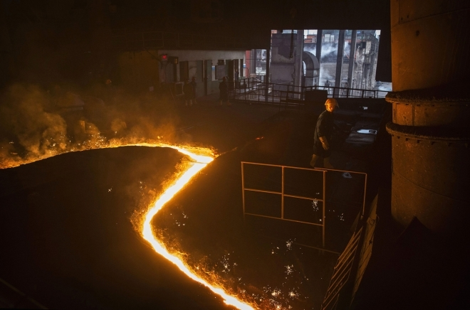 国外摄影师跑遍大半个中国,将炼钢厂拍摄成油画般绚丽的照片(2)