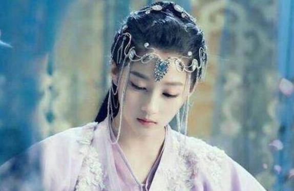 她比皇帝大19岁竟被逼改姓侍侵2个月后皇帝被杀她却消失无踪
