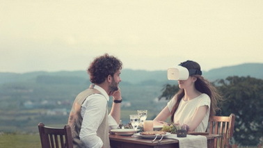 首部眼球追踪头盔Fove 0十一月发布 岛国黑科技