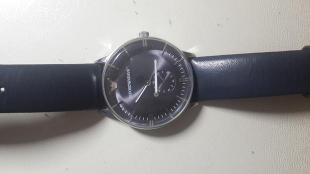 阿玛尼手表拆卸步骤图