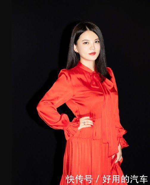 """李湘带女儿逛名品店,确认过体型是一家人,母女俩""""富态""""十足"""