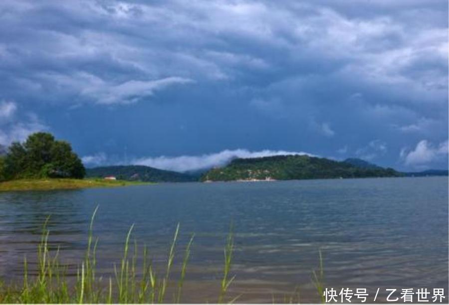 薄山湖风景名胜区:区位于河南省驻马店市确山县城南l8公里处,景区