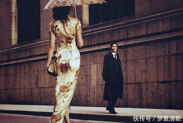 """旗袍为何会""""两边开叉""""有两个作用,其中一个让女子方便"""