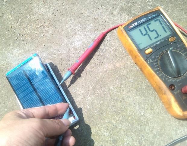 太阳能充电宝能用电源充电吗