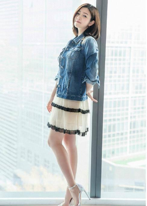 辣妈陈妍希高颜值性感穿搭,十分美女,太多性感!时尚新亮点水浒图片