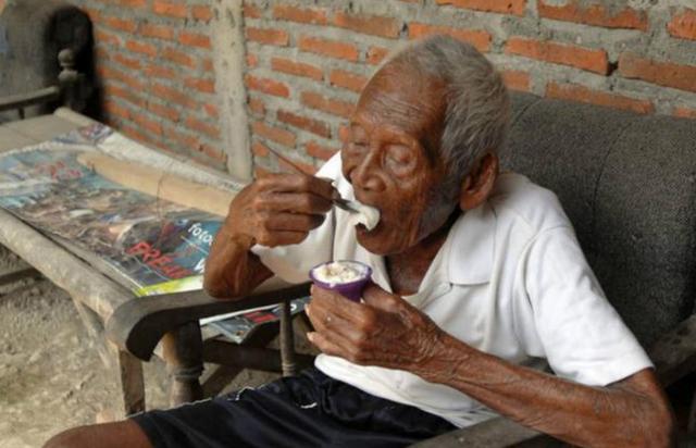 [转载]老人活到146岁,找不到同龄人聊天,且子女全都不在了,孤单! - 烟圈 - 烟圈的博客