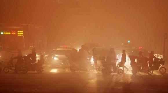 强浓雾袭击江苏 多地能见度不足50米
