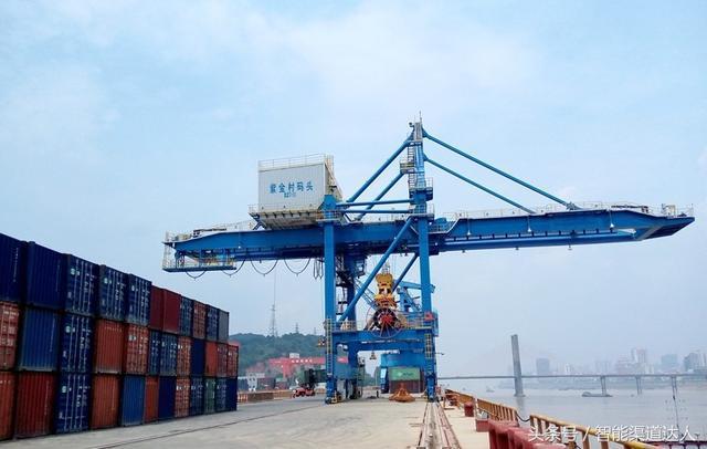 青岛大型桥吊高清照片