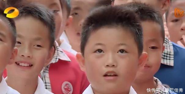 表情说女生被表情表白紧张出少年,憋出一句范伟拍的脑门包男孩图片