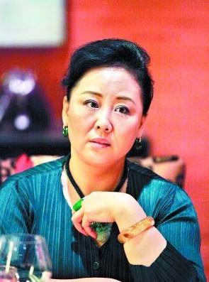 郑咏是中国国家一级演员,中国三大青年美声女高音歌唱家之一.