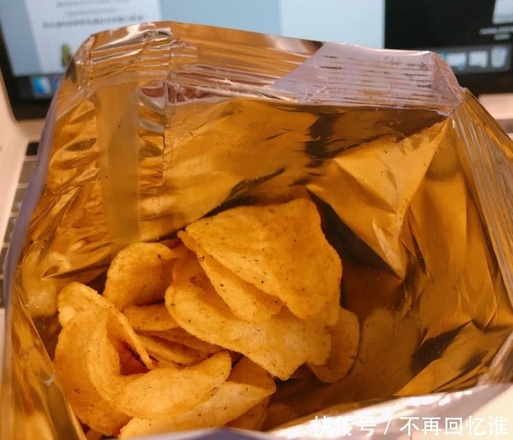 """薯片选袋装还是桶装?资深吃货的回答很""""机智"""",原来之前想错"""