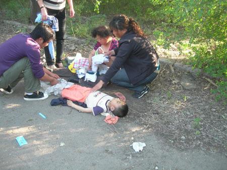 溺水儿童尸体图片.亲你们喜欢哪张?