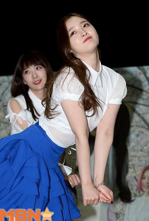 糗大了!韩女团跳舞胸垫滑落 肚子鼓鼓很尴尬 -  - 真光 的博客