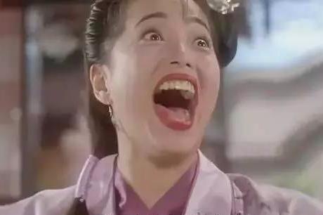 她是香港第一丑女,被称为老鸨专业户,32岁倒追僵尸道长上演生死恋