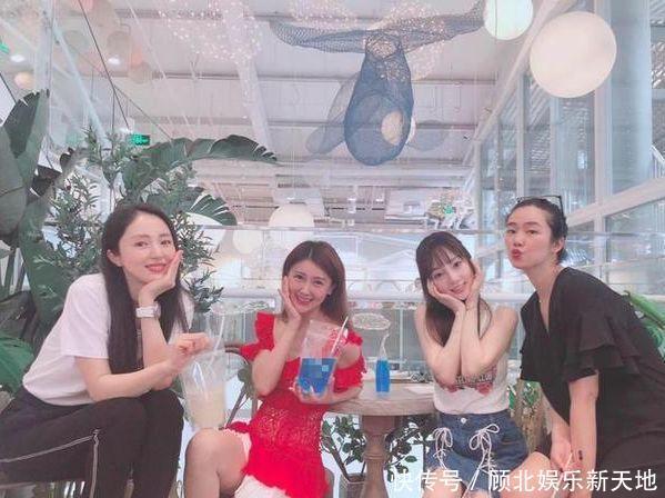 李小璐、董璇、甘薇三姐妹花聚餐同框,网友一