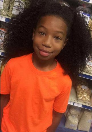 美国8岁男孩为给患癌儿童捐发 留长发两年