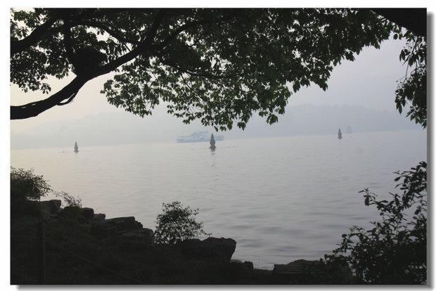 西湖美景的湖心岛上有哪些美景?急!