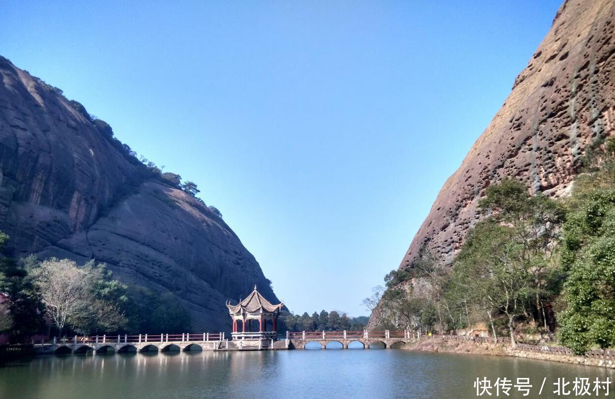 旅游 正文  龟峰风景区距离江西省弋阳县非常的近,从火车站打车的话只