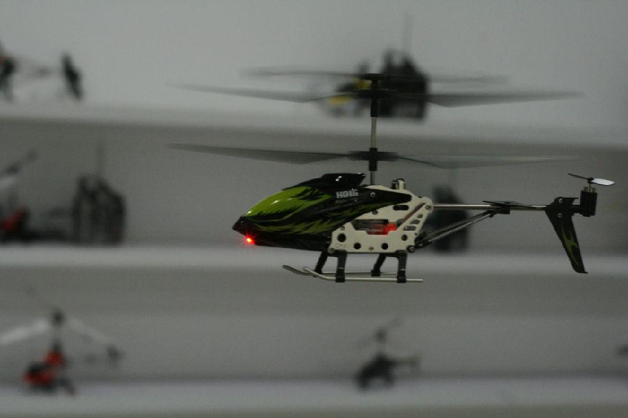 遥控飞机可分为 玩具,航模,军用等几类.