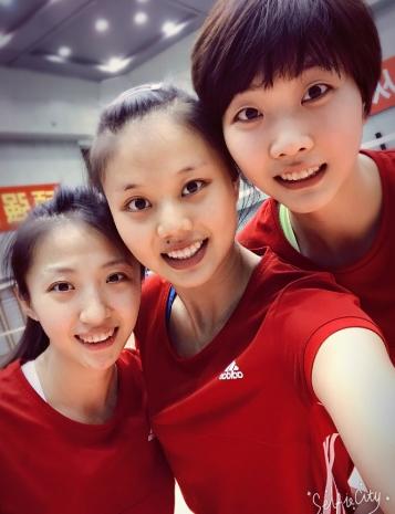 美翻!中国女排集训收官大玩自拍 满屏都是长腿 - 故乡的云 - 泉水叮咚