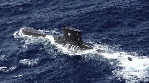 """印尼军方:失联潜艇已经""""沉没"""",将对幸存船员展开搜救"""