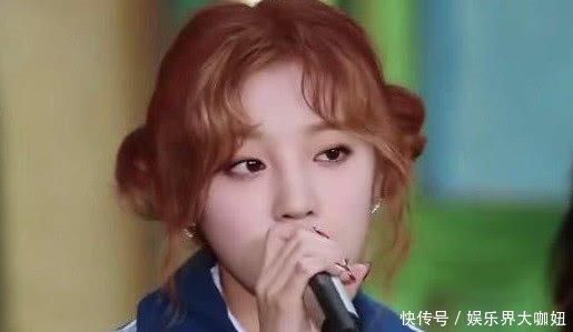 真假姐妹情宋雨琦唱歌抢尽风头,谁注意到杨颖的表情,很真实!