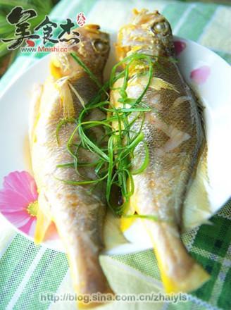 姜:适量;  葱:适量;  生抽:适量;  色拉油:适量;  清蒸鱼的做法 1