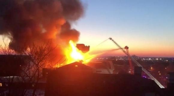 美国博物馆发生大火 损失惨重