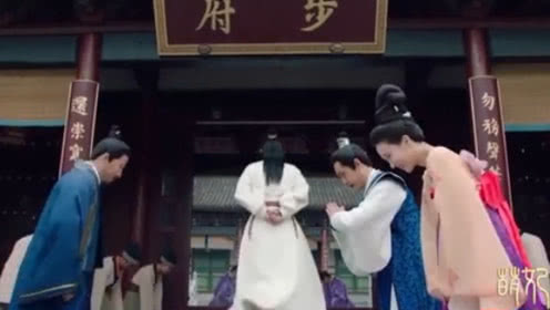 皇上陪萌妃回娘家,结果萌妃看到哥哥的脸,不厚道的笑了
