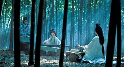 求唯美古典美女竹林弹琴紫风铃的图片