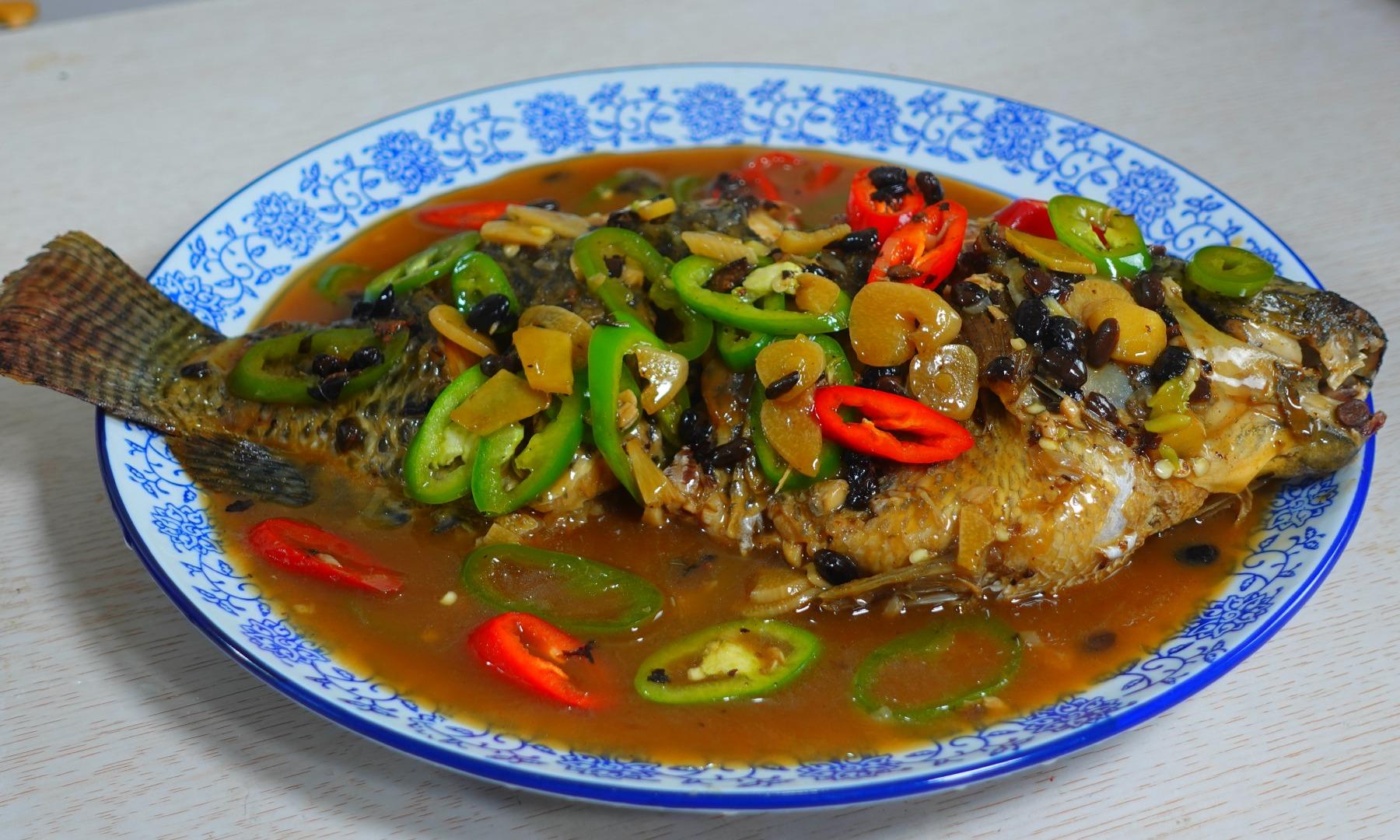 红烧鱼好吃有诀窍,教你饭店大厨拿手做法,咸香入味,做法很简单