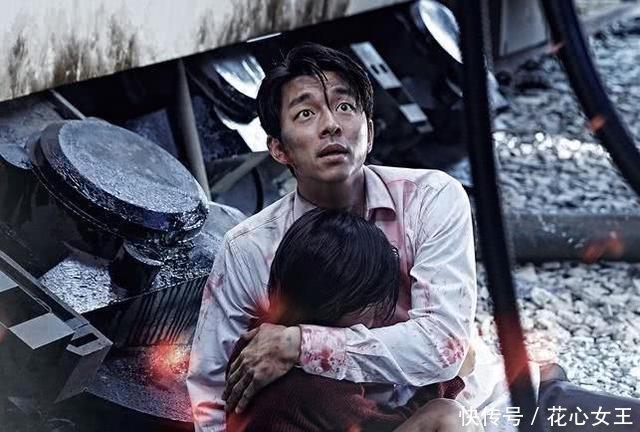电影《釜山行》中,火车上第一个女丧尸,是怎么