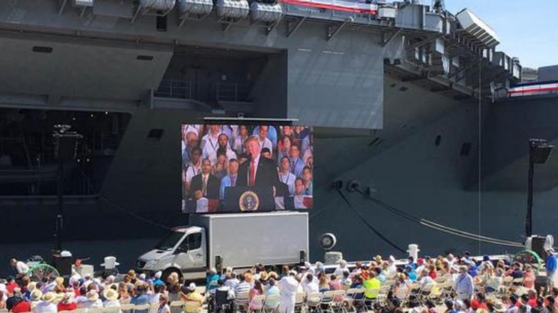 美首艘福特级航母服役 特朗普:美国力量首屈一指