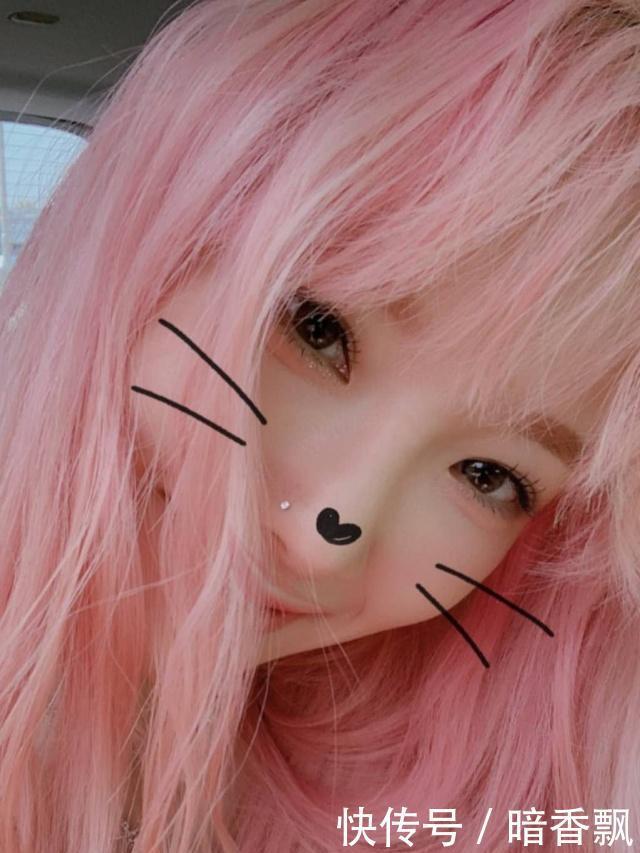 金泰妍自拍滤镜太重,瓷娃娃皮肤仙气十足,完全看不出30岁