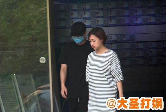疑似李易峰现身整形医院被拍 口罩帽子眼镜全副武装