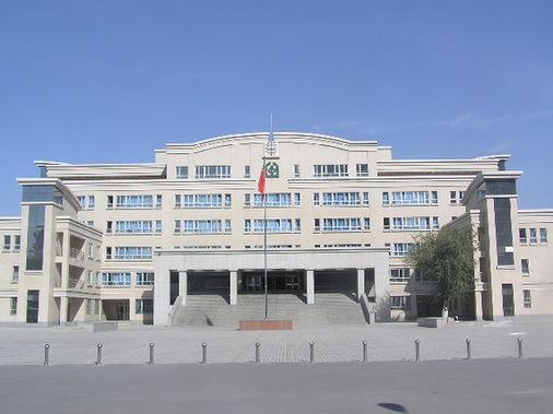 学校地址为乌鲁木齐市八一中学地图青年路2 校容校貌 编辑本段