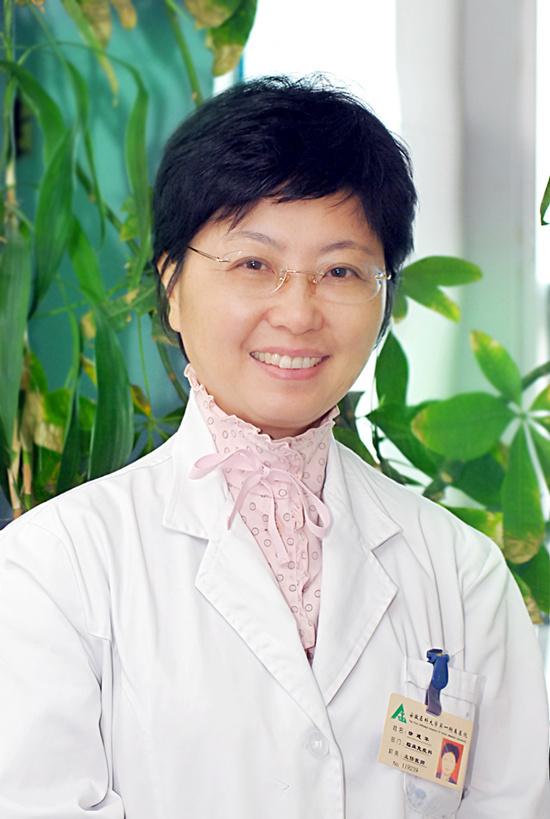 徐建华,女,中医儿科主任医师,著名中医儿科专家,现任