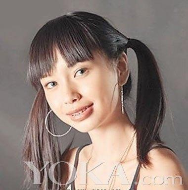 而且杨颖小时候又于现在相差甚远